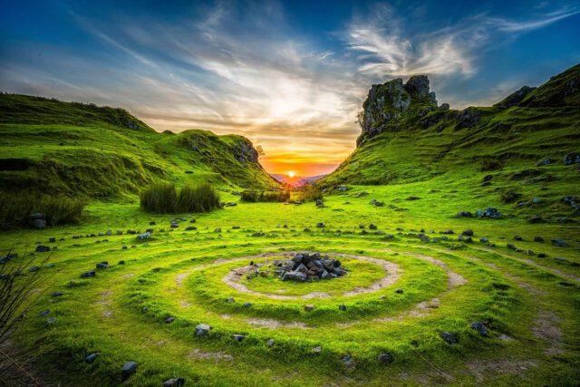 Kreise in einer grünen Landschaft